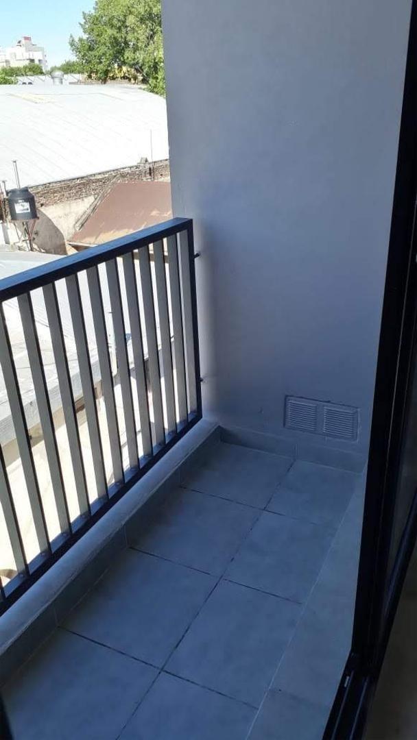 amplio departamento con balcón y terraza exclusiva!
