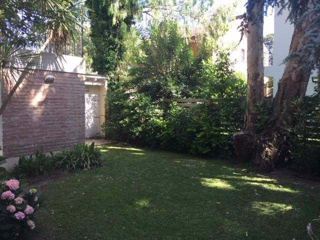 amplio departamento con jardin y quincho propios