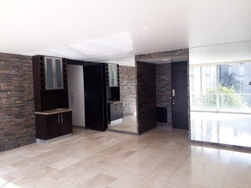 amplio departamento con mucha luz natural, ubicado en 2do piso.