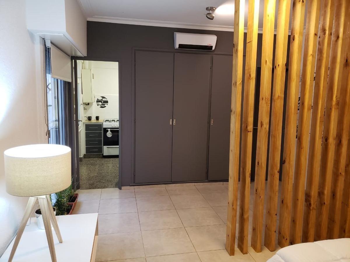 amplio departamento de 1 ambiente y medio, contrafrente con cocina comedor. impecable!!