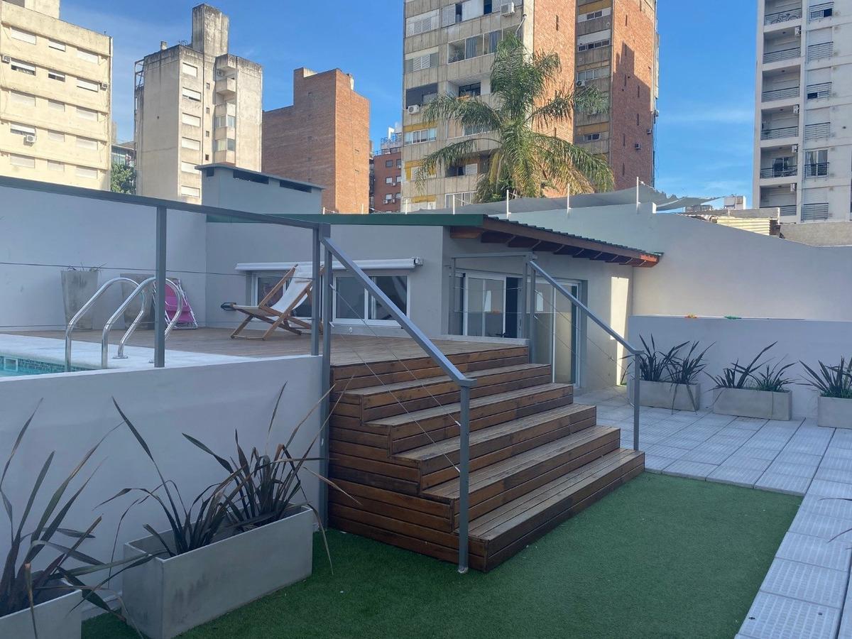 amplio departamento de 1 dormitorio con patio - 67 m2 - oportunidad - balcarce 1449