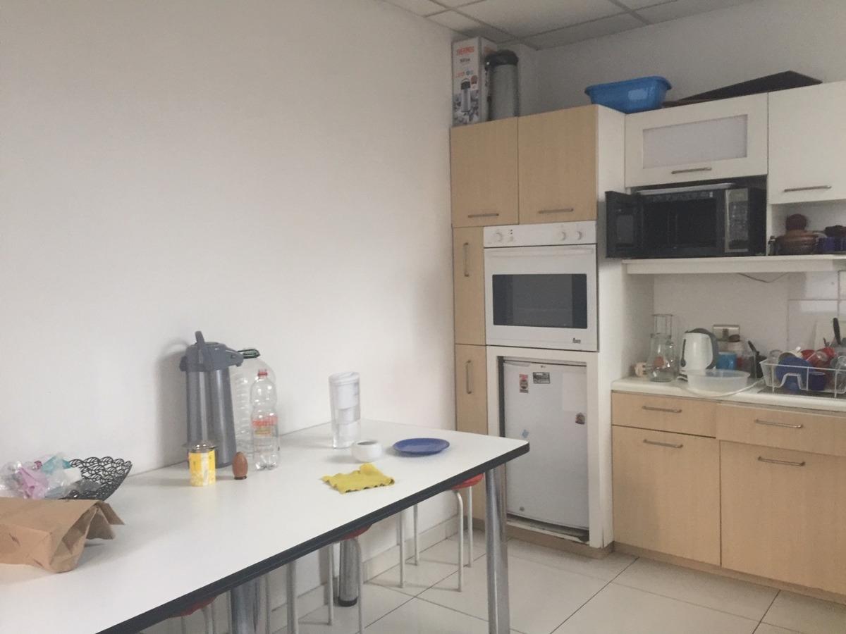 amplio departamento habilitado para uso de oficinas en comuna de providencia
