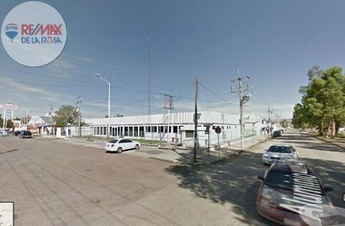 amplio edificio en esquina, oficinas y patio en el principal blvd. de la ciudad