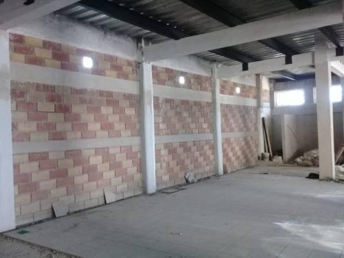amplio local en renta km.8 carretera toluca-zitacuaro