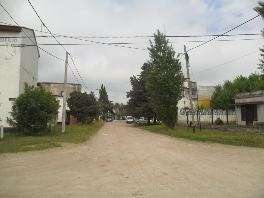 amplio lote en calle 12 e/ 20 y av. iii (cod. 816)