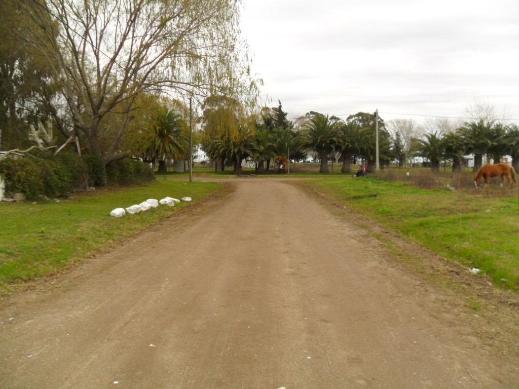 amplio lote, en calle 28 e- 9 y av. naval (cod. 1018)