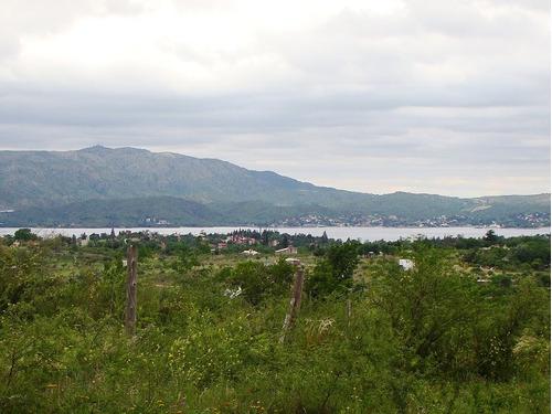 amplio lote en las sierras vista al lago