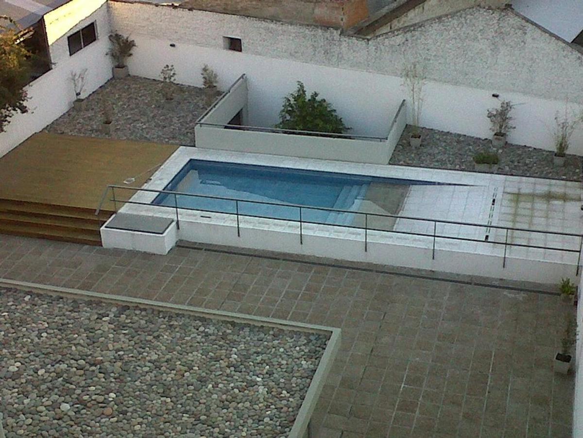 amplio monoambiente con patio- excelente zona