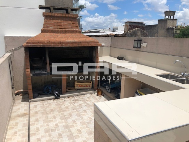 amplio ph 3 amb (posibile 4 amb) balcon y terraza + parrilla