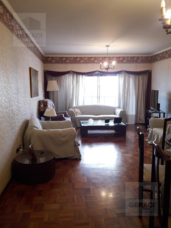 amplio piso de 4 amb. con dependencia en excelente ubicación - caballito