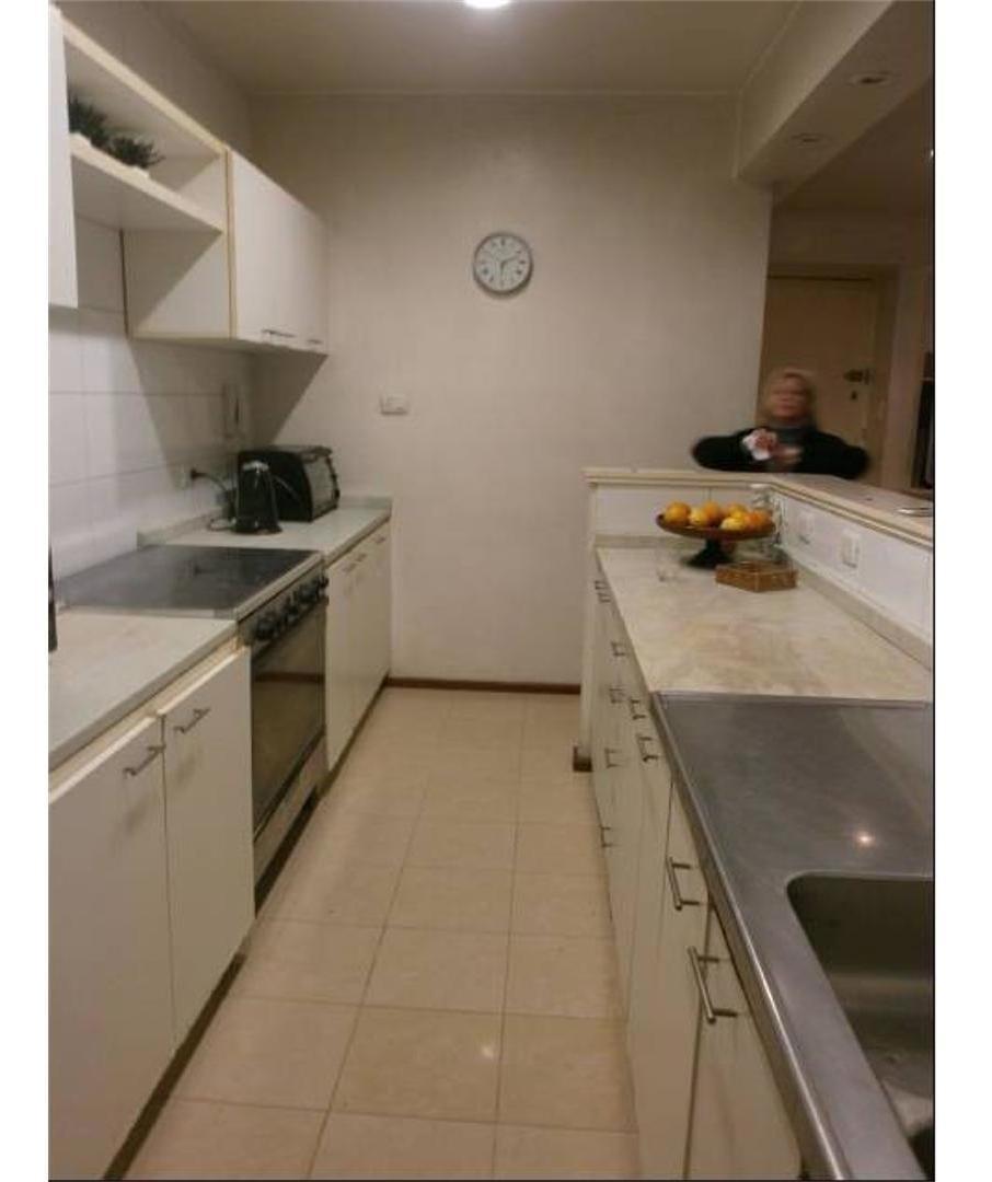amplio semipiso  4 ambientes con depcias de 139 m2