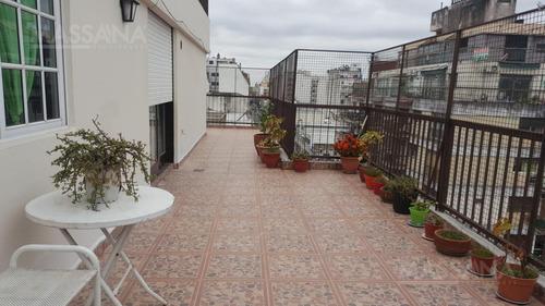 amplio tres ambientes de 126m2 con increíble terraza propia. apto crédito