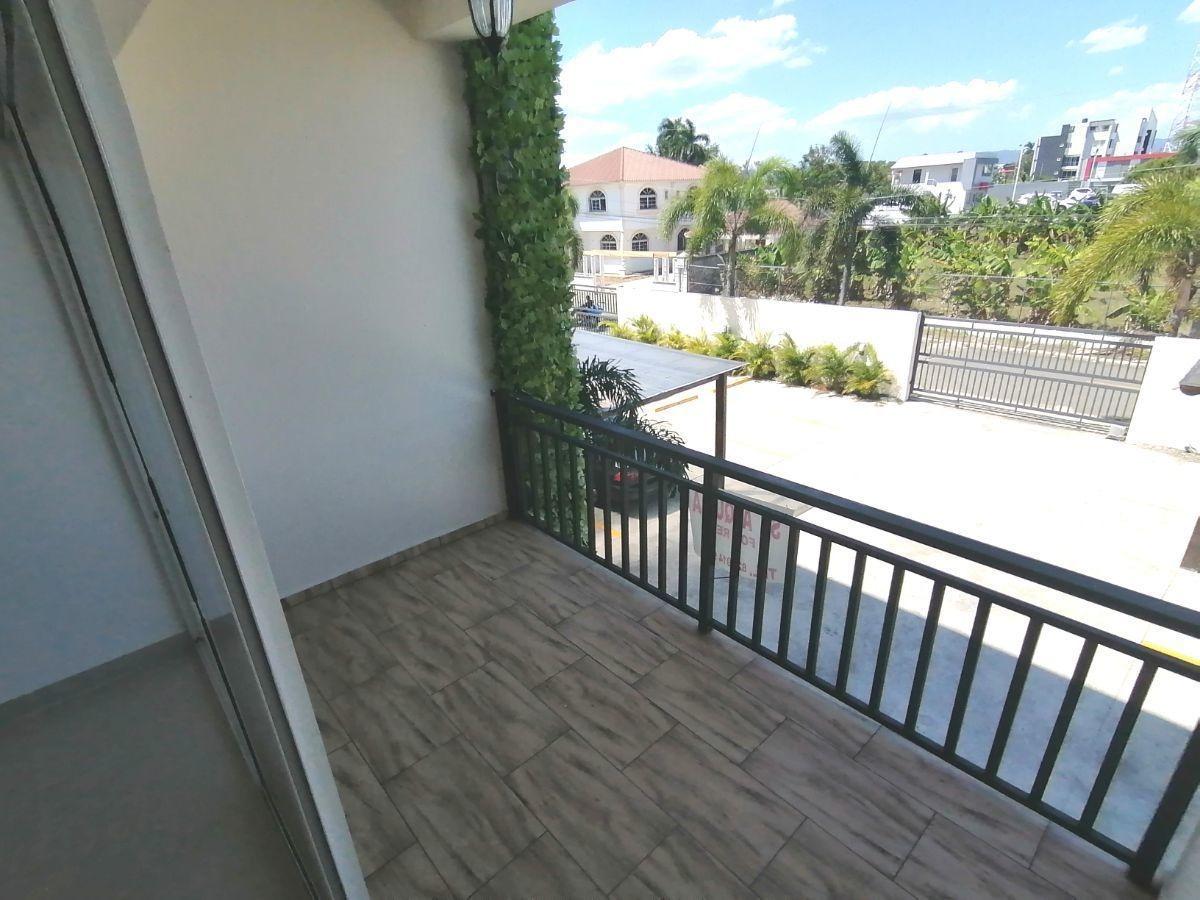 amplio y moderno apartamento, 2do nivel, salida a sto. dgo., sfm.