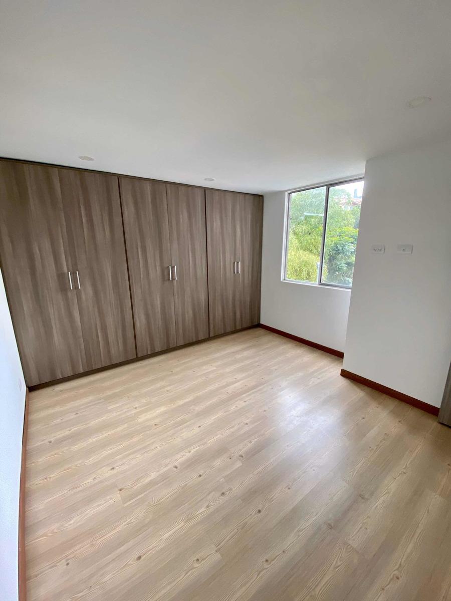 amplio y moderno, con 3 habitaciones sobre las vegas
