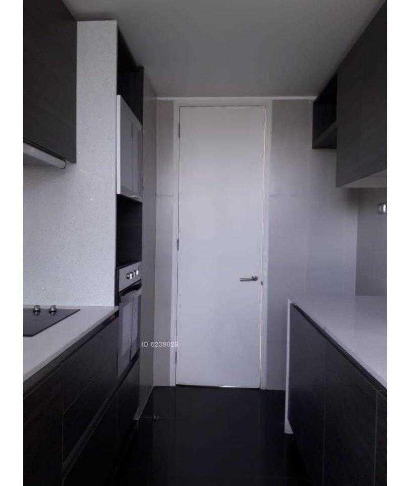 amplio y moderno departamento de 60 metros,a pasos metro manquehue, con cocina equipada
