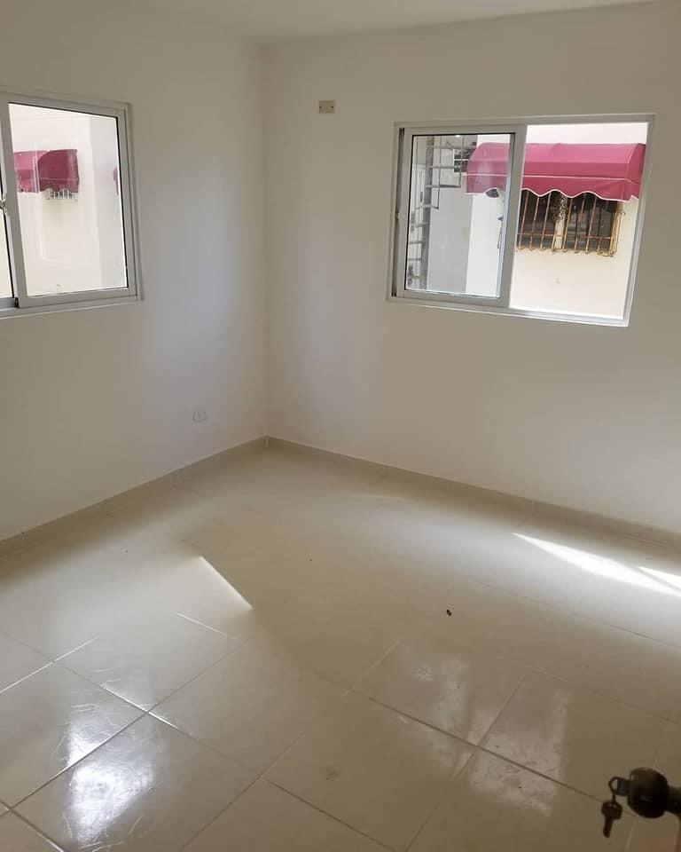 amplios apartamentos en la autopista de san isidro $2.550.00