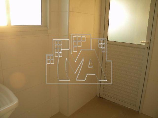 amplo apartamento com 02 quartos no canto do forte