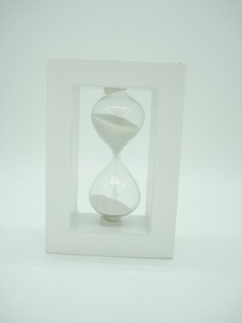 5530b09769e Ampulheta Base Madeira Areia Branca Relógio Decoração Bca - R  34