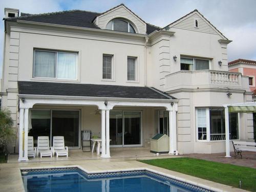 amt. hermosa casa 3 plantas en villa pacheco