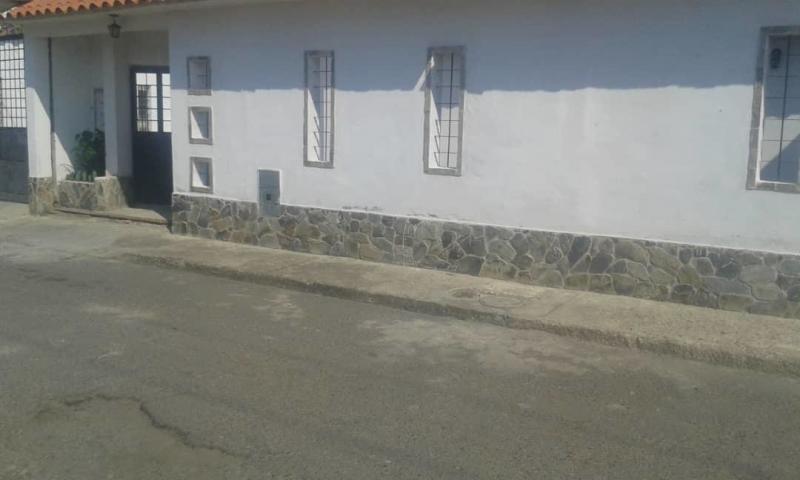 ana rodriguez casa en venta paraparal los guayos 19-8622