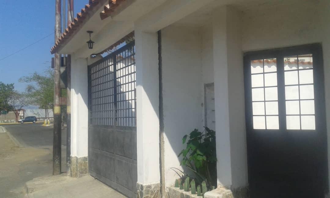 ana rodriguez,apartamento en venta en paraparal 19-8622