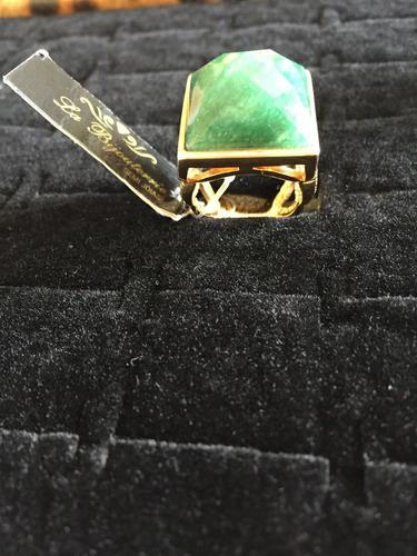 anel banhado a ouro com pedra natural verde