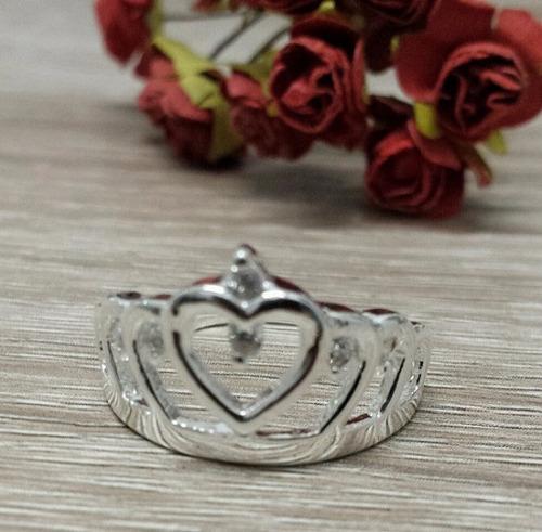 anel banho de prata formato coroa com cristais
