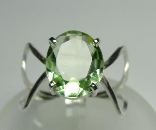 anel brasilionita verde lapidação oval em prata 950