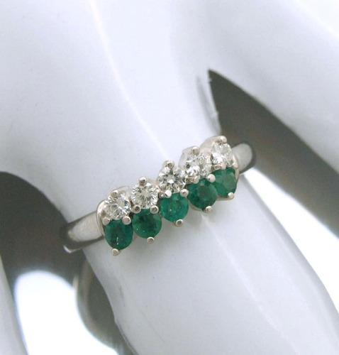 anel com brilhantes e esmeraldas naturais em ouro; fg! j7484
