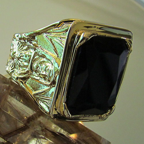 anel com sagrado em onix zircônia ouro banho 18k