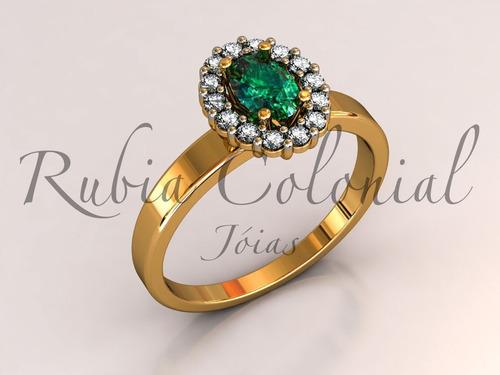 anel de esmeralda e diamantes de qualidade.