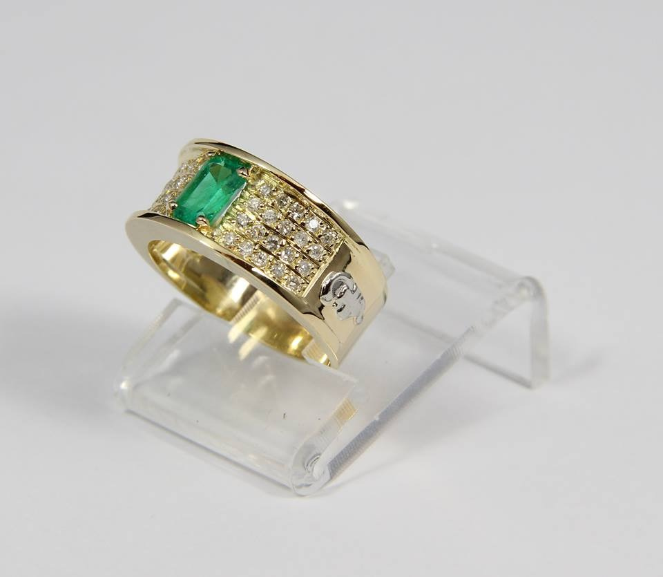 Anel De Formatura Luxo Diamantes E Pedra Natural. Luxo - R  3.690,00 ... 34c6313fba
