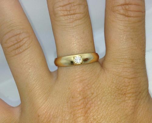anel de noivado solitário de ouro amarelo 18k e brilhante