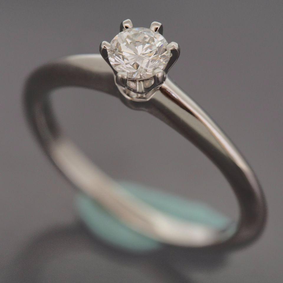 946a883bac6da anel de noivado solitário tiffany   co 0.30 quilates. Carregando zoom.
