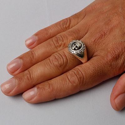 anel de prata caveira com zircônias