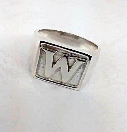 anel dedeira de prata temos todas as letras de forma e mão