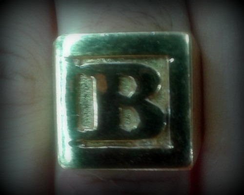 anel dedeira letra - banhado a ouro - todas as letras