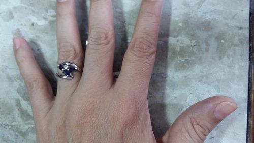 anel em ouro branco,safiras e brilhante