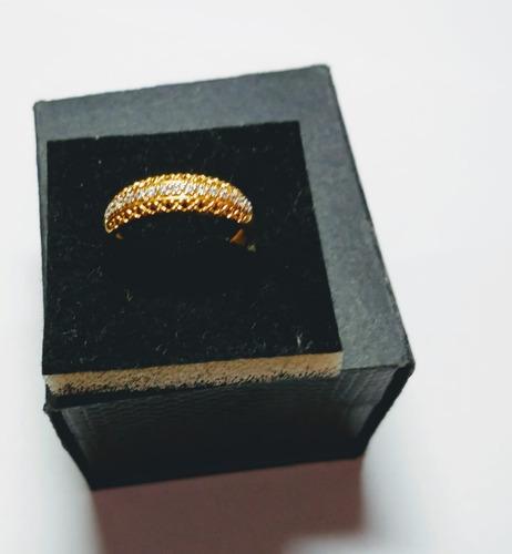 anel em ouro e cristais