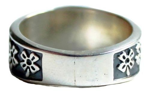 anel em prata envelhecida com amuletos da sorte