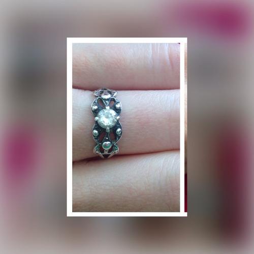 anel em prata pura com zircônia.