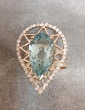 anel gota em ouro topázio e diamantes selecionados.