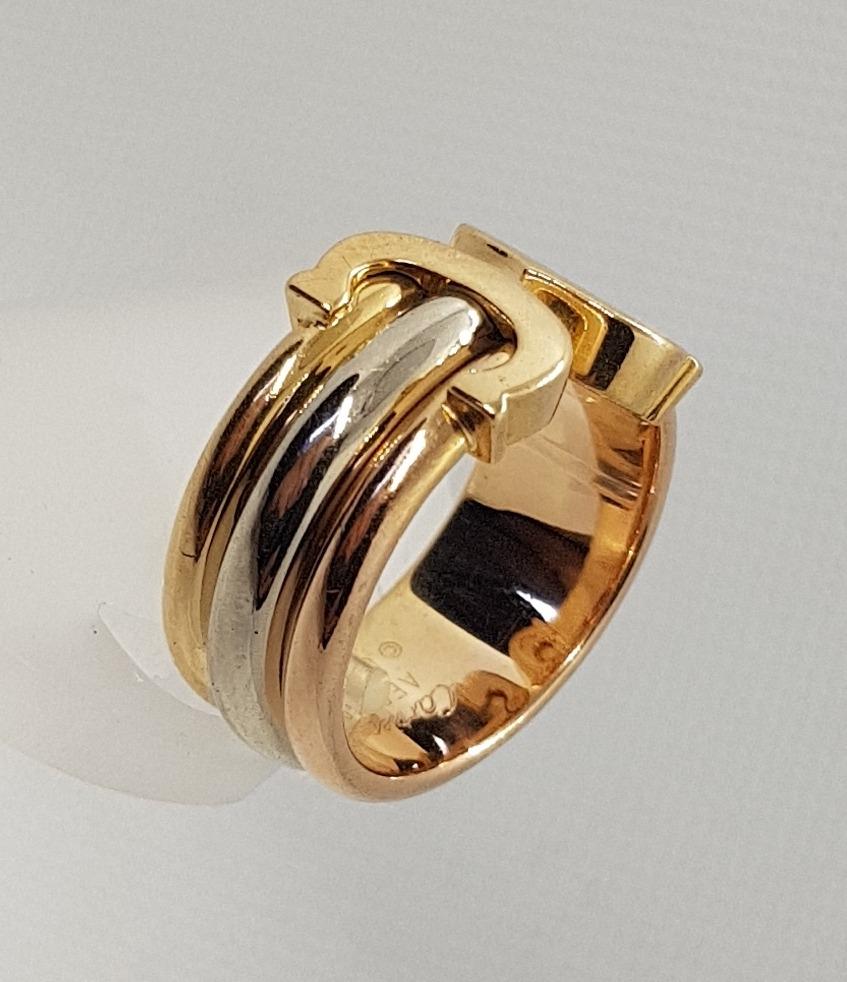 1392ef0bbf9 anel logo duplo c de cartier ouro tricolor 18k. Carregando zoom.