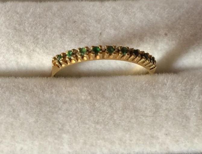 177d43b24d1f8 Anel Meia Aliança Aparador Em Ouro 18k Com Pedras Esmeraldas - R  329