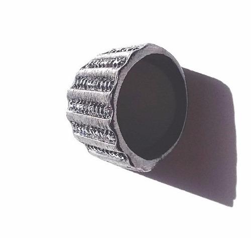 anel metal negro grafitado com cristais sintéticos - tam 18