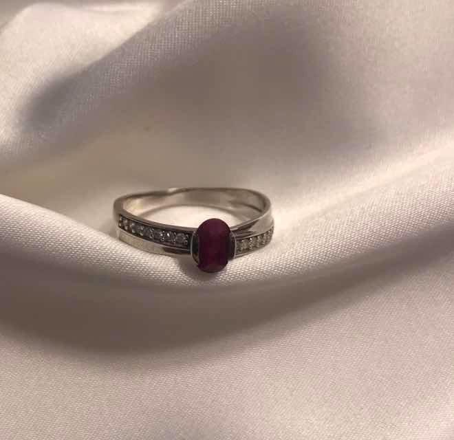 8cd58fdb0dd Anel Ouro Branco Diamantes E Rubi Vivara - R  1.140