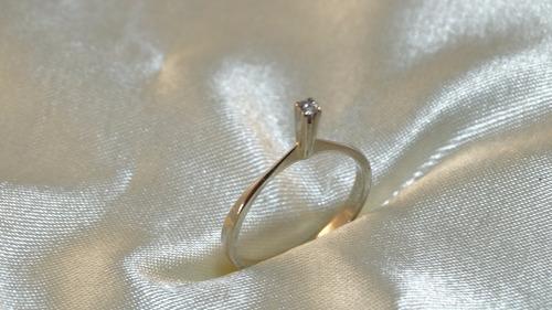 anel solitario moderno ouro branco com brilhante 05 pontos