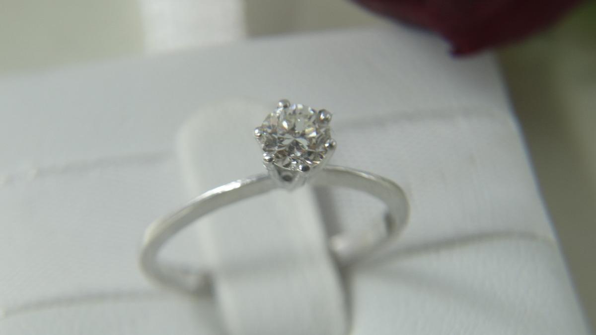 7bab469e85cb6 anel solitário moderno ouro branco e diamante de 40 pontos. Carregando zoom.
