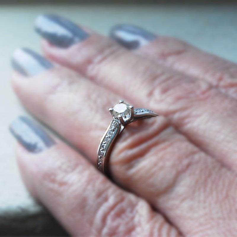 anel solitário ouro branco 18k com diamantes mod. cj1030 · anel solitário  ouro. Carregando zoom. dbda125c6b