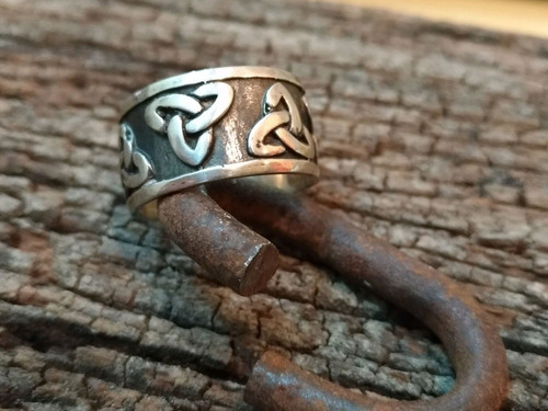 anel triquetra em prata
